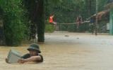 Hàng ngàn hộ dân miền Trung bị mưa lũ cô lập