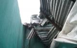 Mưa giông làm sập tường nhà, một người bị thương