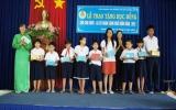LĐLĐ TX.Thuận An trao học bổng học sinh khó khăn hiếu học