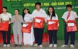 182 học sinh được nhận quà trung thu, học bổng