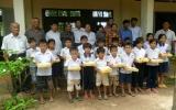 Hội Chữ thập đỏ tỉnh Bình Dương thăm, tặng quà cho học sinh tỉnh Tây Ninh