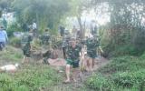 Cán bộ, học viên Trường Quân sự tỉnh thực hiện công trình phòng chống bão lụt tại địa phương
