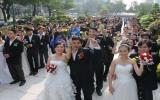 TP.HCM: 120 đôi công nhân lên xe hoa ngày 12-12-2012