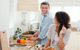 """Tiền bạc và việc nhà khiến các cặp đôi """"hục hặc"""""""