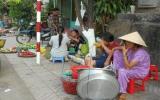Siết chặt quản lý thức ăn đường phố: Vẫn còn nhiều băn khoăn!