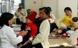 Thời tiết giao mùa, nhiều bệnh nhi phải nhập viện