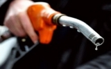 Giá dầu vọt tăng trước quyết định hạ lãi suất của ECB