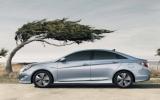 Hyundai và Kia đạt doanh số kỷ lục vẫn lo