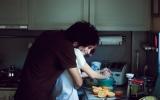 Hãy kéo người con trai của đời mình vào bếp