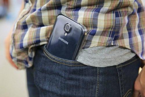 Kích thước lớn khiến việc sử dụng có thể bất tiện, nhưng các hãng điện thoại đang theo đuổi xu hướng thiết kế màn hình lớn như máy tính bảng.