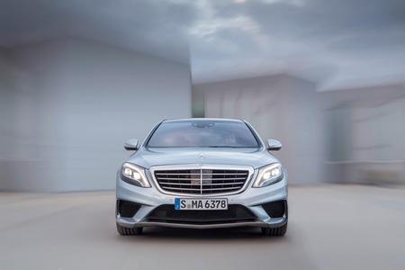 Dưới nắp ca-pô là động cơ V8 5.5L tăng áp kép, phun nhiên liệu trực tiếp