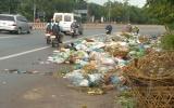 Biến lòng đường thành bãi rác!