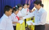 TX. Thuận An: Trao học bổng cho con công nhân viên chức lao động khó khăn