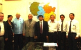Phó Chủ tịch UBND tỉnh Huỳnh Văn Nhị tiếp Viện trưởng Viện Tim (Cu Ba)