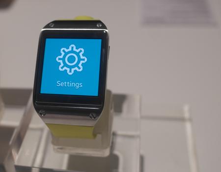 Người dùng có thể tuỳ chỉnh các Cài đặt (Settings) của Galaxy Gear.