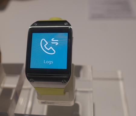 Galaxy Gear có thể gọi điện và nhận cuộc gọi như điện thoại thông thường.