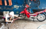 Rửa xe máy đúng cách