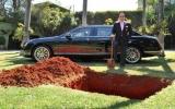 Chôn xe nửa triệu USD để dùng ở kiếp sau