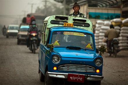 Mazda B360 sản xuất trong thời gian 1961 - 1968 hiện vẫn đang lưu hành tại Myanmar