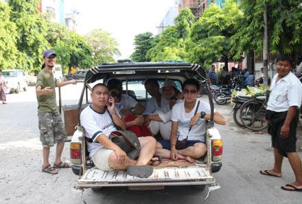 Những mẫu pick-up nhỏ cổ lỗ sĩ vẫn được dùng để chở khách tại Myanmar