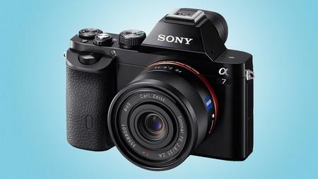 Alpha 7 (trên) và Alpha 7R, bộ đôi máy ảnh không gương lật Full-frame đầu tiên trên thế giới