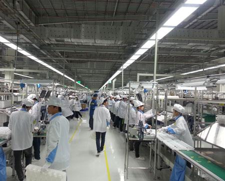 Bên trong nhà máy của Nokia Việt Nam.