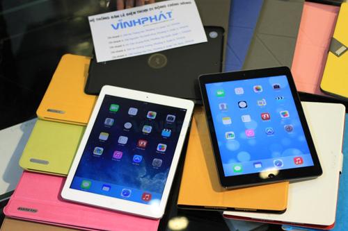 Các hãng sản xuất bao da cũng đón đầu công nghệ, đã sản xuất ra những mẫu bao da và case dành riêng cho iPad Air với kích thước chính xác từng milimet