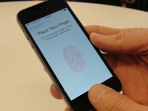 Touch ID trên iPhone 5S. Ảnh: Cnet.