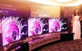 TV OLED cong đầu tiên về Việt Nam, giá 250 triệu đồng