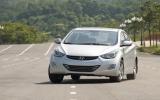 Hyundai Elantra - cuộc chơi chưa cân sức
