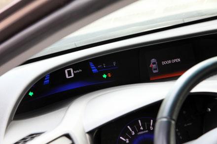 Độ cách âm của Honda Civic khá tốt, từ mức 72,7 dB trong khoang động cơ,