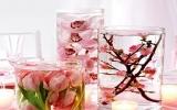 Dùng bát hoa thả, cách trang trí nhà của người chủ thông minh