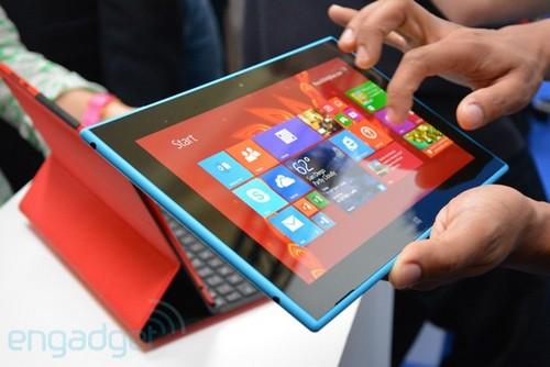 Nokia Lumia 2520. Ảnh: Engadget.