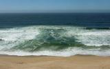 Làm sao để sống sót khi bị sóng dữ cuốn đi xa?