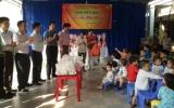 Hội Doanh nhân trẻ tỉnh tặng quà tết cho trẻ em nghèo