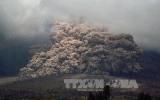 Núi lửa phun trào, cả một thành phố chìm trong khói đen