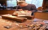 Đẽo tiền bằng gỗ