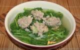 Canh cải xanh nấu thịt bằm