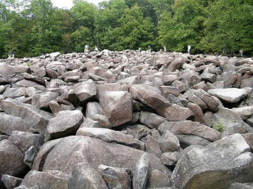 ringing-rocks2-550x412-3556-1393646044.j
