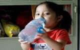 Bé gái tý hon ở Sài Gòn