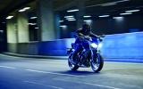 Làm thế nào chạy xe máy an toàn trong đêm?
