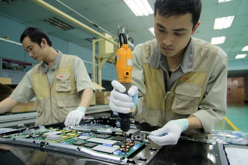 Ở Việt NAm, mẫu TV OLED của LG vẫn được lắp ráp thủ công giống như ở Hàn Quốc thay vì sử dụng dây chuyền riêng.