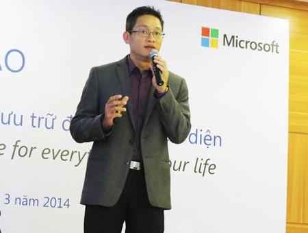 Ông Vũ Minh Trí, Tổng Giám Đốc Microsoft Việt Nam giới thiệu về dịch vụ OneDrive mới.