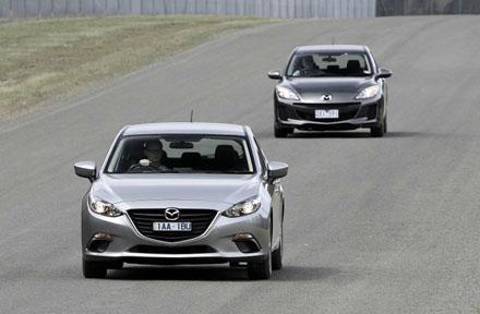 Mazda3 2014 phía trước so với Mazda3 thế hệ cũ