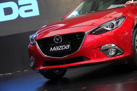 Khoang lái phiên bản Mazda3 2014 tại Thái Lan