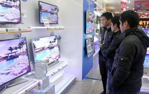 Từ 1/4, TV trên 32 inch được bán tại Việt Nam sẽ sử dụng chuẩn DVB-T2. Ảnh: Tuấn Anh.