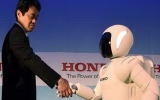 Robot Asimo càng giống người hơn