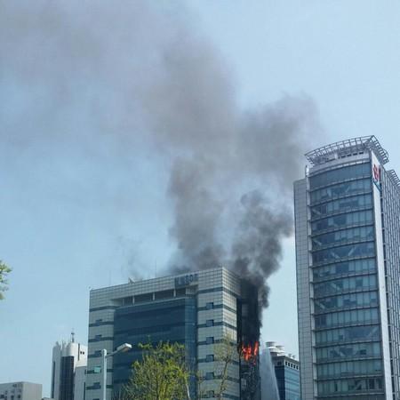 Hình ảnh vụ cháy nghiêm trọng tại tòa nhà chứa trung tâm dữ liệu của Samsung