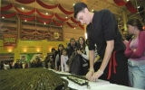 Cuốn 1,5 tấn gạo thành sushi dài 2,5 km