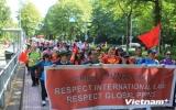 Tuần hành tại Hà Lan yêu cầu Trung Quốc rút giàn khoan